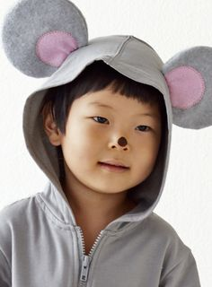 Easy DIY Halloween mouse costume. These kids costumes can be completely no-sew if you use a hot glue gun!