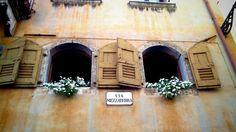 finestre Belluno http://www.bambiniconlavaligia.it/destinazioni/italia/destinazioni-italia/veneto/belluno-cosi-diversa.html