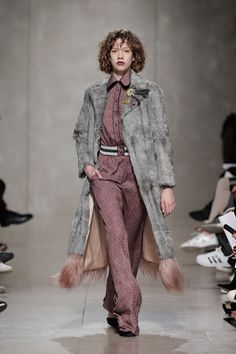 EN:  Another favorite from Moda Lisboa Kiss was Carlos Gil; keep reading to find out more about his FW 16/17 collection and the looks th...