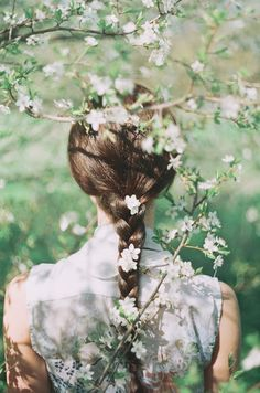 Flowers in her hair. #JackWills #GREENSHOOTS