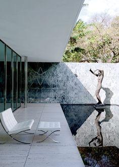 Le pavillon Mies van der Rohe Av. Francesc Ferrer i Guàrdia 7. Tél. : +34 423 40 16
