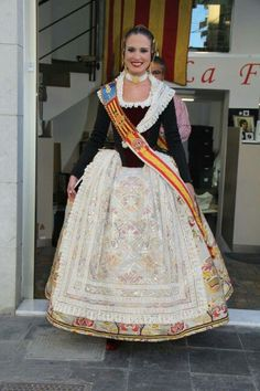 Folk Costume, Costumes, Traditional Outfits, Harajuku, Sari, Hair Styles, Clothes, Dresses, Regional