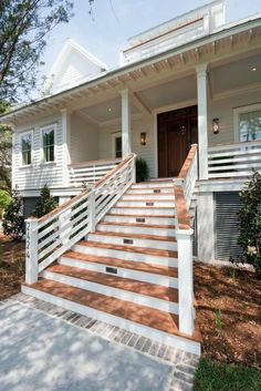 Pretty Farmhouse Front Porch Steps Design Ideas - Page 15 of 36 - Aidah Decor Front Porch Railings, Front Porch Steps, Porch Stairs, Farmhouse Front Porches, Front Porch Design, Rustic Farmhouse, Exterior Stairs, Deck Railings, Front Entry