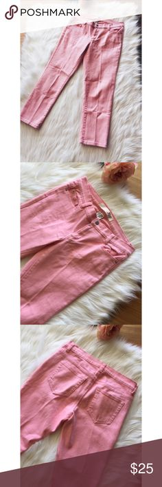 """Joe FRESH Slim Coupe Etroite Cropped Ankle Jeans 2 These are gorgeous pale pink Joe Fresh slim coupe Etroite skinny cropped jeans size 2. 99% cotton and 1% spandex. Jean length 32""""/ waist 32""""/ hips 36""""/ inseam 23""""/ drop 8.5."""" Light staining on bottom front left leg ( looks like it's foundation). This may be improved with fabric cleaner and it's not noticeable to the eye. Jeans are in great condition. Joe Fresh Jeans Ankle & Cropped"""