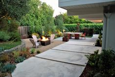 Modern Outdoor Patio With Dining Table Concrete Patios, Poured Concrete Patio, Concrete Backyard, Concrete Patio Designs, Patio Slabs, Patio Flooring, Modern Backyard, Backyard Patio, Garden Slabs