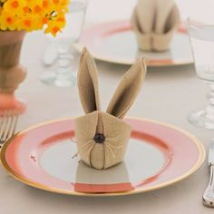 Easter decorations ideas - Bunny napkin tutorial with origami vid.