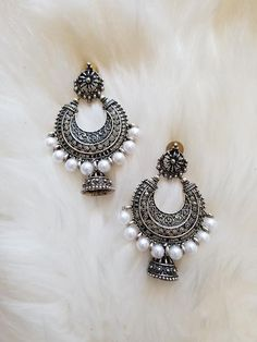 Silver Hoop with White Pearls and Jhumka – The Shaadi Shop silver jewellery Silver Hoop with White Pearls and Jhumka Silver Bridal Jewellery, Indian Jewelry Earrings, Indian Jewelry Sets, Fancy Jewellery, Jewelry Design Earrings, Indian Wedding Jewelry, Gold Earrings Designs, Ear Jewelry, Stylish Jewelry