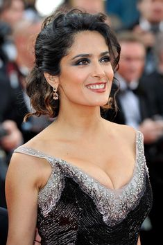 Salma Hayek: 'Once Upon a Time in America' Premiere!: Photo Salma Hayek strikes a pose at the World Restoration premiere of Once Upon a Time in America during the 2012 Cannes Film Festival on Friday (May at Palais des… Selma Hayek, Beautiful Celebrities, Beautiful Actresses, Beautiful Women, Salma Hayek Body, Salma Hayek Pictures, Huda Beauty Makeup, Palais Des Festivals, Celebrity Beauty