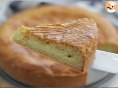 Let's go to the French Basque country, where Biarritz is, to taste this wonderful cake. A shortbread pastry filled with vanilla custard had someone named it. Basque Cake, Vanilla Custard, Basque Country, Shortbread, Tapas, French Toast, Baking, Breakfast, Ethnic Recipes