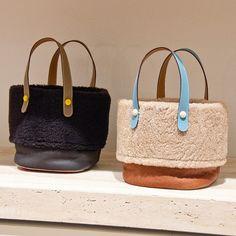 Ruffles Bag, Merian, Diy Tote Bag, Fur Bag, Kids Bags, Sparks Joy, Fashion Bags, Women's Accessories, Straw Bag