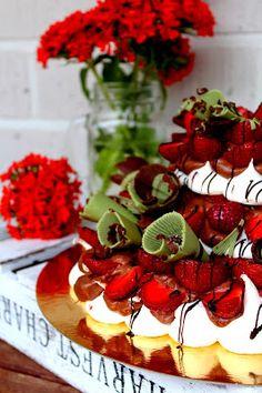 Kakkuviikarin vispailuja!: Suklainen Pavlova