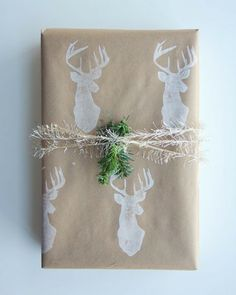 As you're buying gifts, add a personal touch with Unique 50 Christmas gift wrapping ideas! Upcycled Kraft Paper Gift Wrapping Ideas From: The Found and The Fancy How to P… Wrapping Ideas, Creative Gift Wrapping, Creative Gifts, Wrapping Gifts, Christmas Gift Tags Printable, Christmas Gift Wrapping, Christmas Printables, Christmas Scrapbook, Noel Christmas