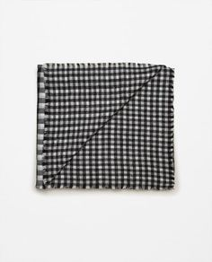 Image 2 of DOUBLE-FACED SQUARE SCARF from Zara