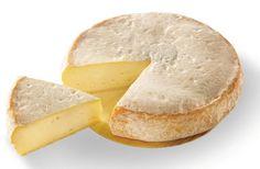 Reblochon - C'est un fromage au lait de vache entier et cru, à pâte pressée non cuite, qui se présente sous la forme d'un cylindre plat, d'environ 500 g. Son nom vient du terme savoyard re-blocher signifiant au XVIème siècle «traire une deuxième fois». La tradition veut que les fermiers du massif fissent une première traite pour le propriétaire (en général les abbayes), et une deuxième traite une fois la nuit tombée pour leur propre compte