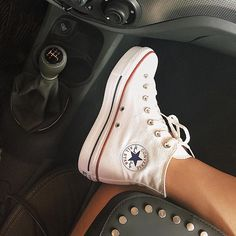 Meu converse de cano alto com plataforma! Source by FoekOff converse Converse Style, Converse Sneakers, Sneakers Fashion, Fashion Shoes, High Top Sneakers, Converse Tumblr, White Converse, Fashion Dresses, Trendy Shoes