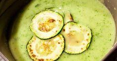 Nebudu Vám lhát, začalo mé polévkové období a tak Vás čeká spousta nových receptů na lahodné a hlavně teplé polévky, kteréteď na podzim i v... Zucchini, Food And Drink, Yummy Food, Vegetables, Summer Squash, Delicious Food, Vegetable Recipes, Cucumber, Zucchini Plants