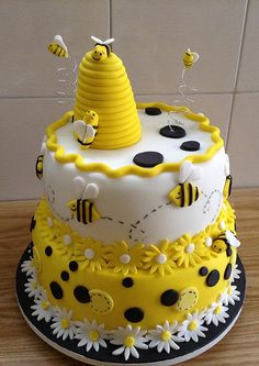 🐝LOOK What We Found - Amazing Bee & Beehive Cake Ideas - Bee & Beehive Cake Ideas, honeycomb bee party - Bee Birthday Cake, Bumble Bee Birthday, Bee Cakes, Cupcake Cakes, Pink Cakes, Bumble Bee Cake, Animal Cakes, Cake Decorating Techniques, Pretty Cakes