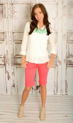 Love the shorts with neutral top then pop of contrasting neklace.  Don't like the shoes.