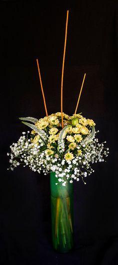 Oriol Bargalló: Arte floral - Centro con crisantemo y paniculata