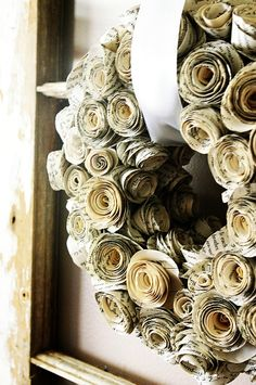 DIY: Book Page Wreath Tutorial - easy DIY on making this wreath out of old book pages & a wreath form. It is time consuming, but so worth it, so you may want to start with a small wreath first:) - Amazingly DIY Book Crafts, Diy And Crafts, Arts And Crafts, Wreath Crafts, Diy Wreath, Paper Wreaths, Wreath Ideas, Rolled Paper Wreath, Burlap Wreath