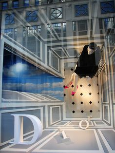 ENFASIS COLOCACION INUSUAL Dior Bergdorf Window Display: Creative play on perspective and depth- would be a great way to make the most of a smaller window space! Spring Window Display, Window Display Retail, Window Display Design, Retail Displays, Shop Displays, Dior, Vitrine Design, Retail Store Design, Retail Stores