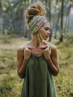 need longer hair for it to get that big, but i dream/ bandana-scarf and tank perfect. need longer hair for it to get that big, but i dream/ bandana-scarf and tank perfect. Mode Turban, Mode Hippie, Hippie Hair, Gypsy Hair, Hippie Dreads, Hippie Makeup, Boho Gypsy, Dreadlock Extensions, Hair Extensions