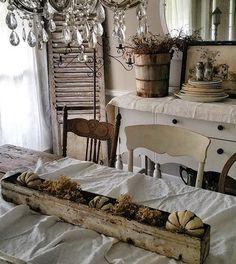 #farmhousedreamsabk #farmhousegoodness #farmhousedreams #fallfarmhouse #chippylicious #countryliving #fallintoyourdecor