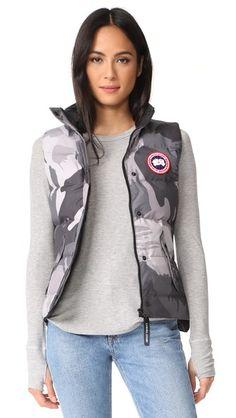 ¡Consigue este tipo de chaleco de CANADA GOOSE ahora! Haz clic para ver los  detalles. Envíos gratis a toda España. Canada Goose Freestyle Vest  A  camouflage ... 85e07e7d5d215