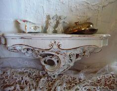 Shabby Chic.Konsole.Weiß.Gold von Vintage-Kiosk  auf DaWanda.com