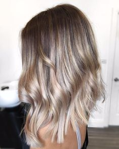 "480 Likes, 7 Comments - Hottes Hair Design (@jamiehottes_hair) on Instagram: ""M E S M E R I Z I N G ⭐️ starting will a full head of foils using @wellahair Blondor +6%+olaplex…"""