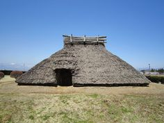 Warehouses remained generally the same between the Yayoi and Kufon period. Larger Warehouses were owned by royal rulers and the wealthy.