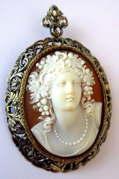 Magnificent Antique 18K Gold Cameo Bacchante Grapes Brooch Pendant Artist Signed