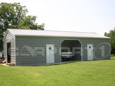 This steel workshop offers an open shelter in the middle and has two enclosed storage buildings on each end.