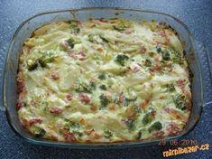 Zapečená brokolice s těstovinami a zakysanou smetanou Těstoviny, brokolice, 200g tvrdého sýra na strouhání, 1 zakysaná smetana, 4-6 vajec, 200g šunky (nemusí být), podravka, olej na vymazání. POSTUP PŘÍPRAVY Těstoviny uvařit, brokolici rozebrat na růžičky povařit 5 min, šunku nakrájet na kostičky, smetanu + vejce + nastrouh sýr smíchat a dochutit podravkou, popř. solí, poté těstoviny, brokolici a smetan omáčku smíchat vložit do pekáčku vymazaného olejem, péct v předehřáté troubě na 170° Slovak Recipes, Czech Recipes, Ethnic Recipes, No Salt Recipes, Cooking Recipes, Healthy Recipes, Vegan Dishes, Food Dishes, I Love Food