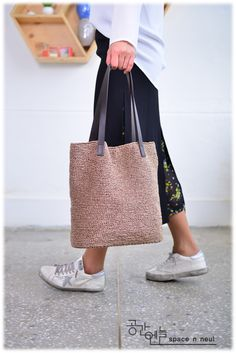 Ratan Renaissance, a classic shopper bag (seven bags made with summer thread) Diy Crochet, Crochet Bags, Net Bag, Macrame Bag, Boho Bags, Craft Bags, Jute Bags, Tote Bags Handmade, Knitting Accessories