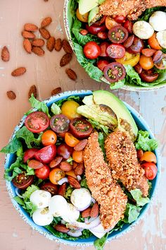Sriracha Almond-Crusted Chicken Caprese Salad | www.floatingkitchen.net