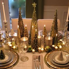 Elegant Christmas Tablescape Centerpiece Decoratio with Decorative Miniature Christmas Tree and Pinecones for Awesome Christmas dining Table Decoration Christmas Table Settings, Christmas Tablescapes, Christmas Table Decorations, Holiday Tablescape, Holiday Dinner, Christmas Tabletop, Winter Decorations, Family Holiday, Winter Centerpieces