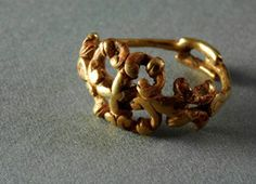 """Gold ring. """"Chariot grave"""" of Orval (Manche). End of the Early La Tène period (around 300-250 BC)."""