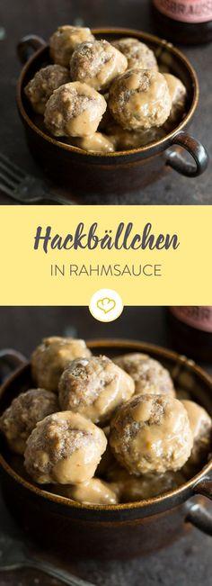 Hackbällchen mit Rahmsauce schmecken Klein und Groß und sind dir bestimmt als typisch schwedische Hauptspeise bekannt. Hier gibt es das Rezept für zu Hause.