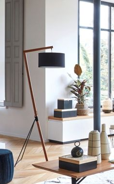 Get light into your home! – Collection os lamps for your home Old Lamps, Antique Lamps, Vintage Lamps, Bedside Lamps Ikea, Make A Lava Lamp, Desk Lamp, Table Lamp, Lamp Shade Frame, Home Decor Shelves