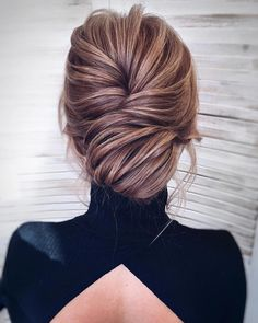 Updo hairstyles for wedding, best hairstyles, mother of the bride hairstyles, messy updo Wedding Hair And Makeup, Hair Makeup, Thin Hair Updo, Curls Hair, Wavy Hair, Medium Hair Styles, Long Hair Styles, Updo Styles, Fancy Hairstyles
