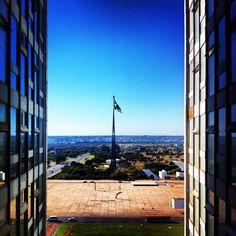 Bandeira Nacional vista da passarela de conexão entre os prédios do congresso, 14° andar. #iphoneography #iphonephoto#iphoneonly #iphonephotography #igersbrasil #ig #instagramers  #igersbsb #brasilia #brazil #brasil #bresil #igersbrasilia #congresso #camaradosdeputados #agenciasenado Foto de Fernando Ribeiro - @agenciasenado- #webstagram