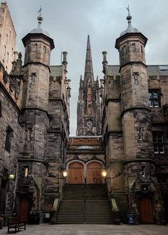 New College, The University of Edinburgh. Edinburgh University, Hogwarts University, The Places Youll Go, Places To Visit, To Infinity And Beyond, Travel Aesthetic, Beautiful Architecture, Light In The Dark, Places To Travel