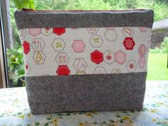 Blueberry Patch: Warp and Weft Sewing Society Project... just a little bit zippy!