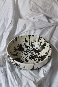 OWO Cerámica Rock Salad Bowl on Garmentory Cheese Platter Board, Ceramic Studio, Pottery Studio, Breakfast Bowls, W 6, Salad Bowls, Serving Platters, A Table, Dinning Table