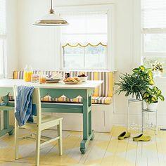 gostei da pintura no piso, do banco com encosto para a mesa de jantar, e do suporte para vasos de plantas.