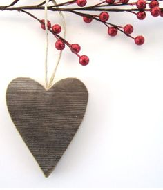 heart and berries ornament por The Lonely Heart