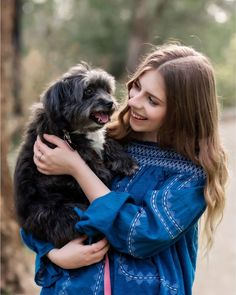 Senior pictures with dog, pup as prop for senior pics. Authentic and fun outdoor beautiful senior girl session by Eugene, Oregon senior photographer, Kelsea Joann Photography.
