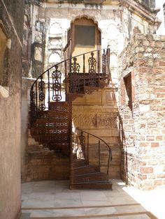 Spiral Staircase, Burgundy, France Take The Stairs, Stair Steps, Stairway To Heaven, Grand Staircase, Interior Exterior, Beautiful Places, Beautiful Stairs, Beautiful Wall, Beautiful Life