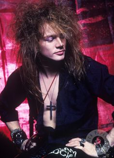 It's hard to believe it now, but there was a time when Axl Rose was on top of the world. Axl Rose was born William Bruce Rose Jr. Guns And Roses, Bon Jovi, Iron Maiden, Kurt Cobain, Maiden Rose, Appetite For Destruction, Duff Mckagan, Sweet Caroline, The Duff